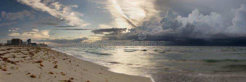 Tempête approchant Miami photos stock