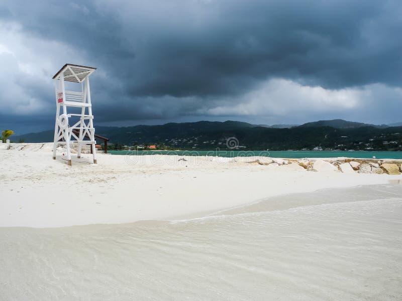 Tempête au-dessus de mer à Montego Bay, Jamaïque photos stock
