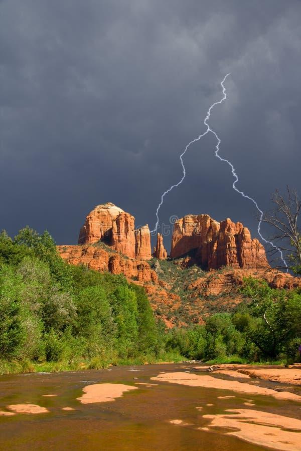 Tempête au-dessus de roche de cathédrale photographie stock libre de droits