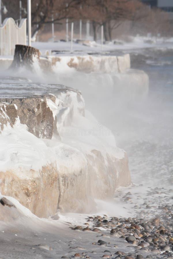 Temp?te d'hiver, le long de plage du lac Ontario photographie stock