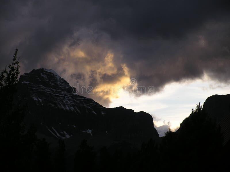 Tempête dans les montagnes images libres de droits
