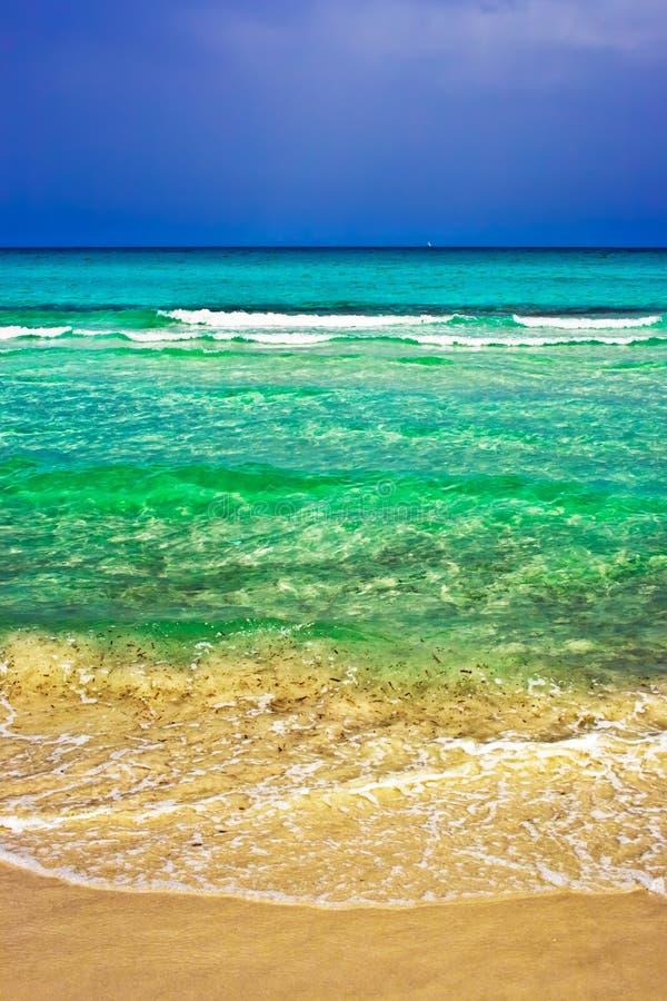 tempête de befor de plage photo stock