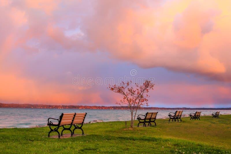 Tempête de début de la matinée au-dessus de baie transversale photo libre de droits