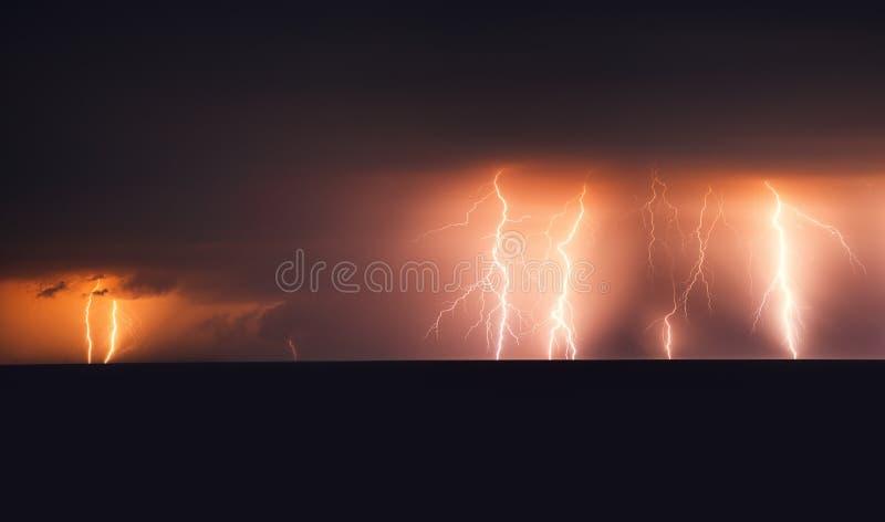 Tempête de foudre au-dessus de la Mer Noire près photographie stock