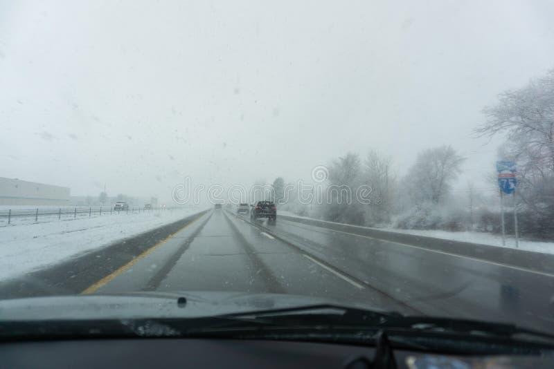 Tempête de neige de scène de route sur I-75 comme scène de tableau de bord images stock