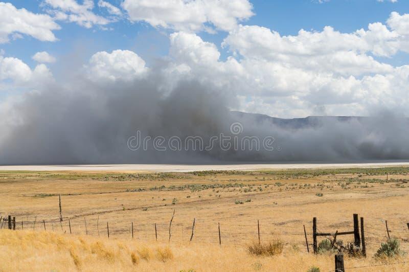 Tempête de poussière en vallée de surprise, la Californie photographie stock