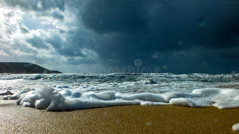 Tempête entrante au-dessus de Gnejna photographie stock libre de droits