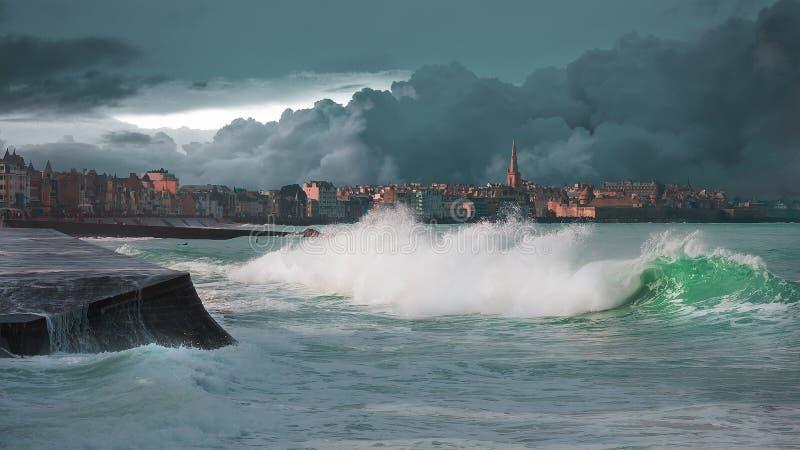 Tempête sur la ville de corsaire photographie stock libre de droits