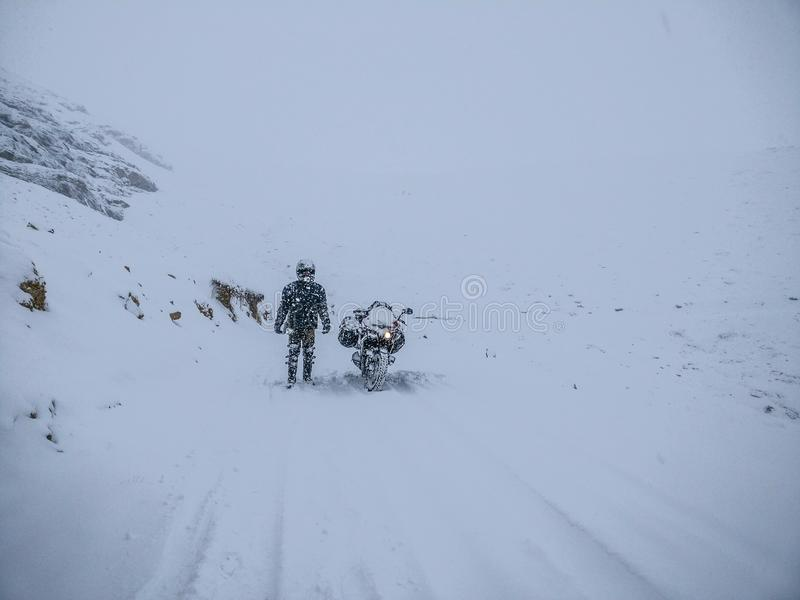 Tempête survécue de neige ! photo stock