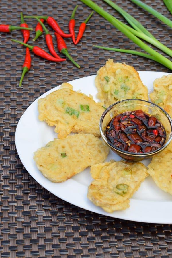 Tempe Mendoan, alimento indonesiano fotografia stock