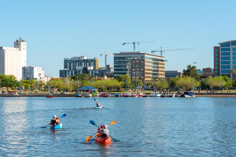Tempe Town Lake Kayakers stock foto