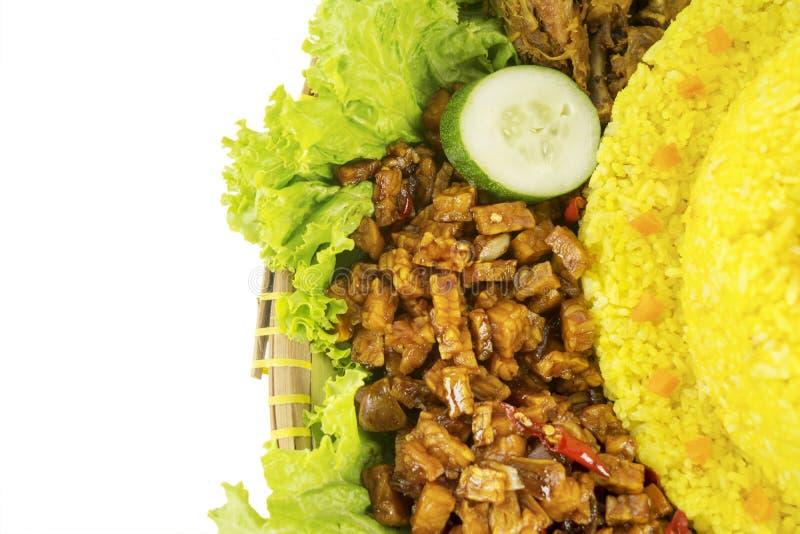 Tempeh doux de sauce de soja avec du riz jaune image stock
