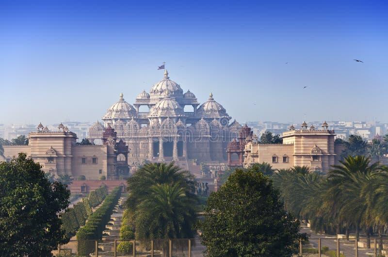 Tempel Akshardham i den soliga dagen, Delhi, Indien royaltyfri foto