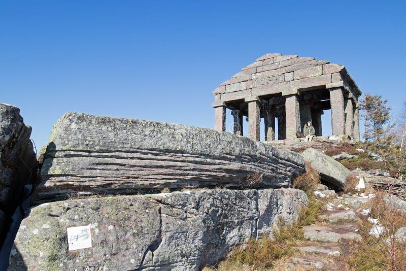 Tempel auf Donon-Berg stockbilder
