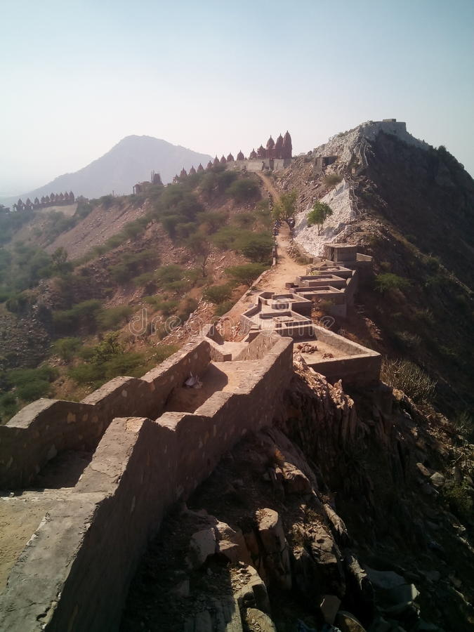 Tempel auf Hügel lizenzfreie stockfotos