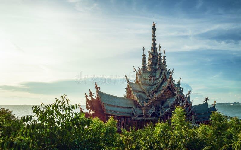 Tempel auf Sonnenuntergang stockbilder