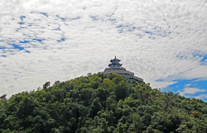 Tempel auf Spitzen-Tyanmenshan, Zhangjiajie, Provinz Hunan, China lizenzfreie stockfotos