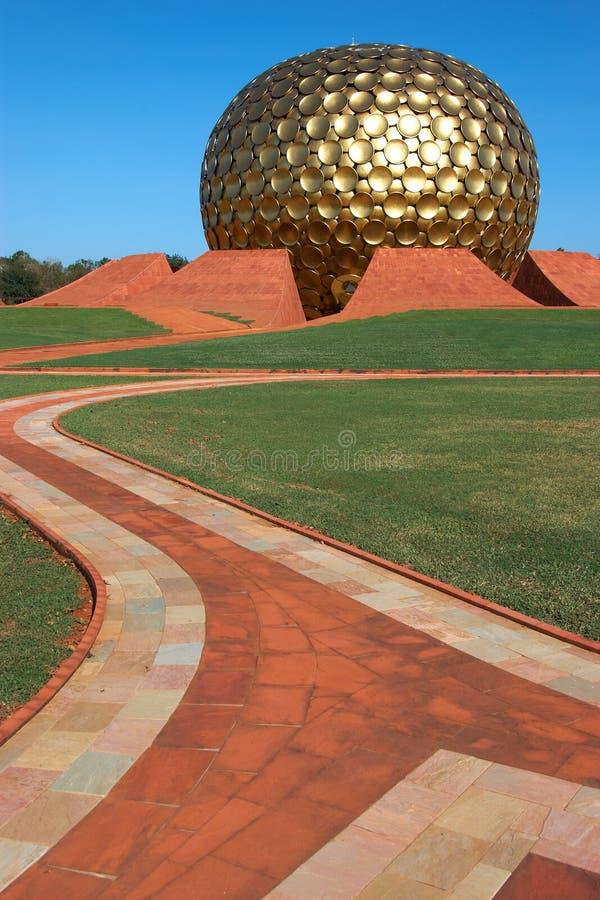 Tempel in Auroville, Indien stockbild