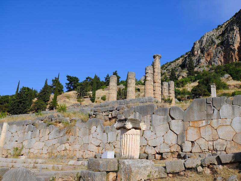 Tempel av Apollo, fristad av Apollo, montering Parnassus, Grekland royaltyfri fotografi