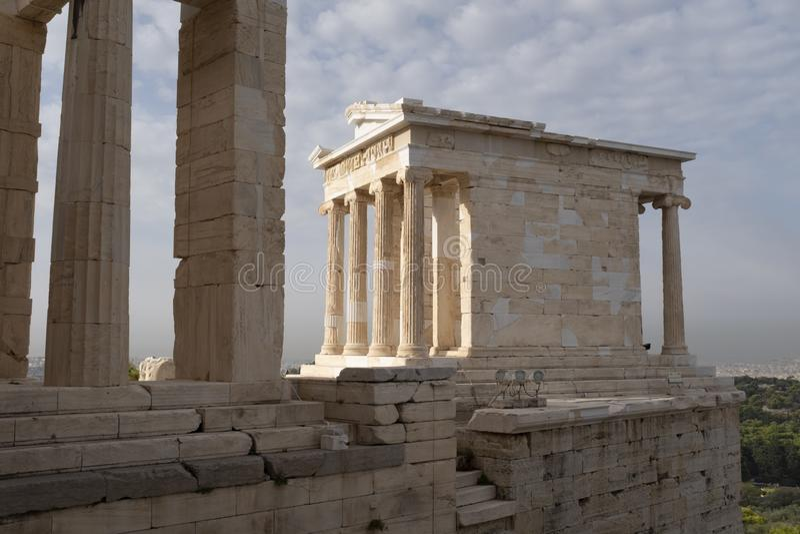 Tempel av Athena Nike, akropol, Aten royaltyfria bilder