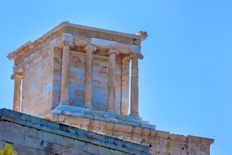 Tempel av Athena Nike på akropolen i Aten arkivbilder