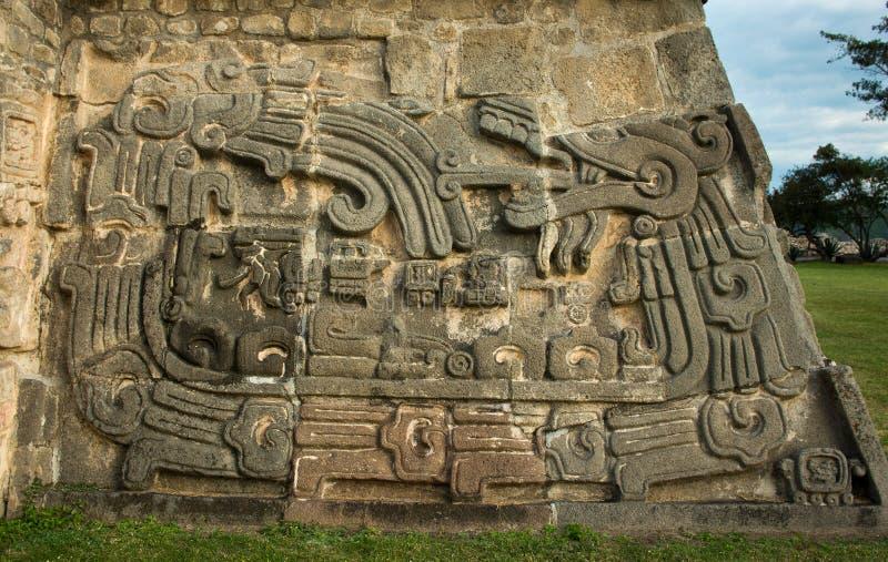 Tempel av den befjädrade ormen i Xochicalco, Mexico arkivbild