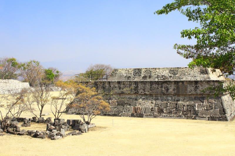 Tempel av den befjädrade ormen, Xochicalco, Mexico arkivbild