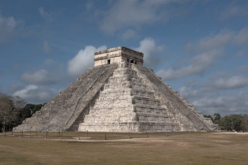 Tempel av den Kukulkan El Castillo pyramiden i Chichen Itza, Yucatan, Mexico royaltyfri foto