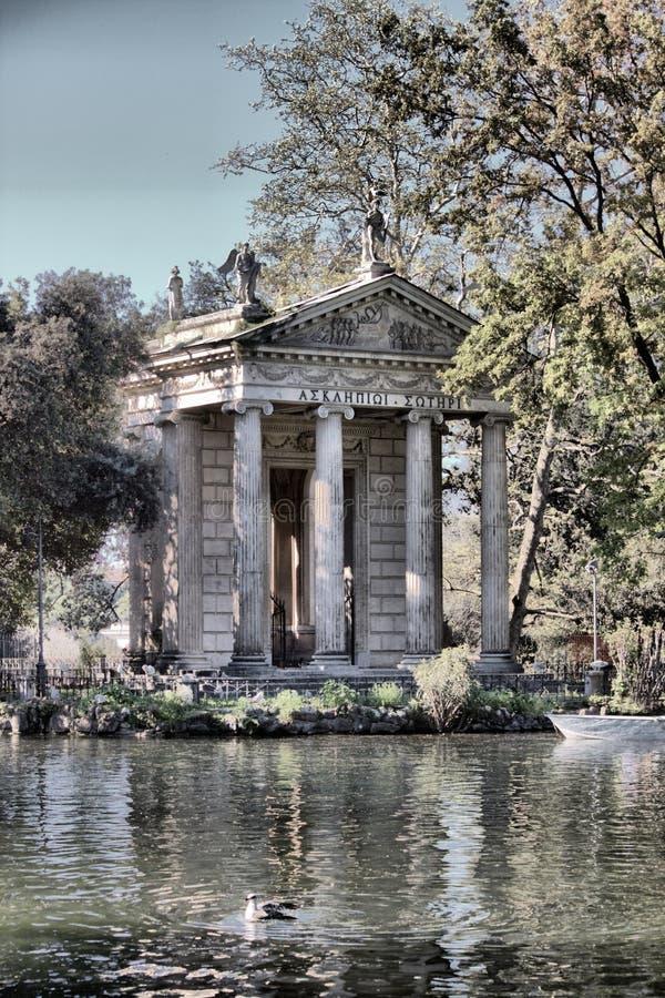 Tempel av Esculapio i villan Borghese royaltyfria bilder
