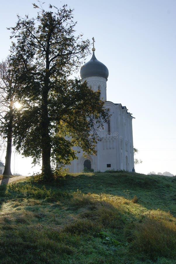 Tempel av Intervention-på-Nerl solig morgon i höst fotografering för bildbyråer