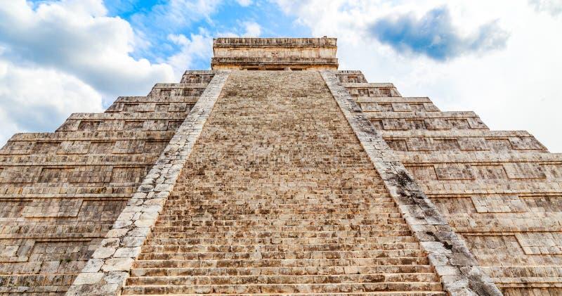 Tempel av Kukulcan eller slotten, mitten av Chichenen Itza arkivbilder