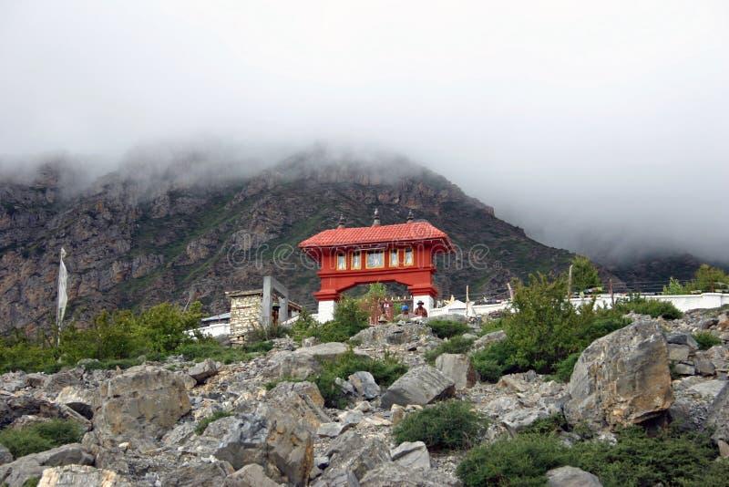 Tempel av Mukthinath, nordliga Nepal fotografering för bildbyråer
