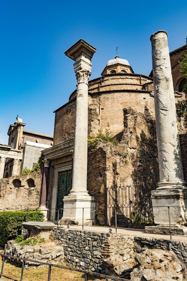 Tempel av Romulus i Roman Forum, Rome, Italien royaltyfri fotografi