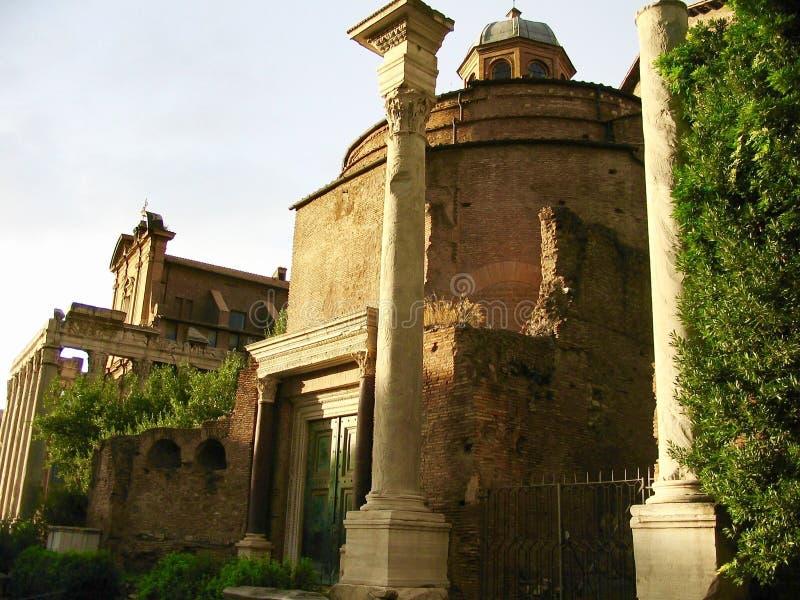 Tempel av Romulus, Rome, Italien royaltyfria foton