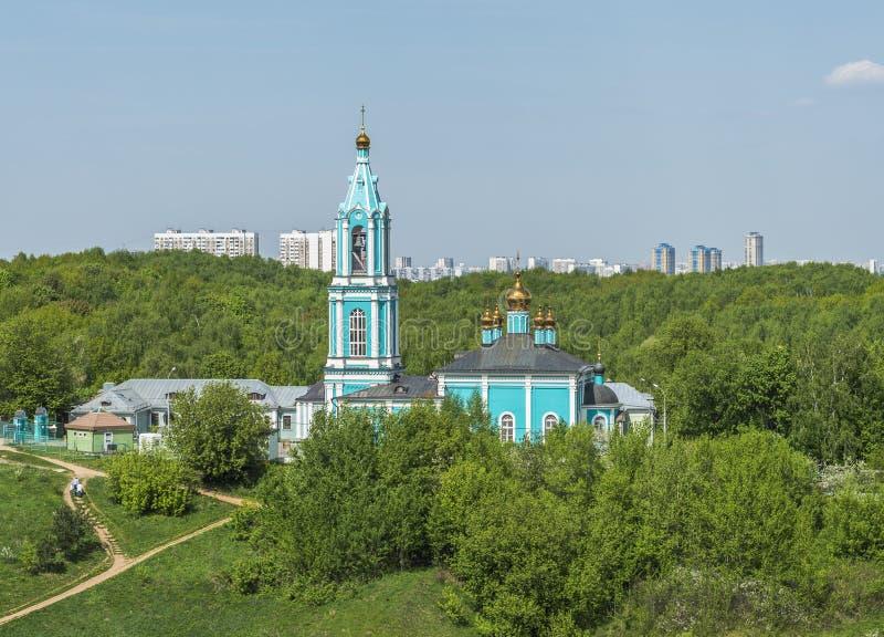 Tempel av Rozhdestva Presvyatoy Bogoroditsy V Krylatskom royaltyfri bild