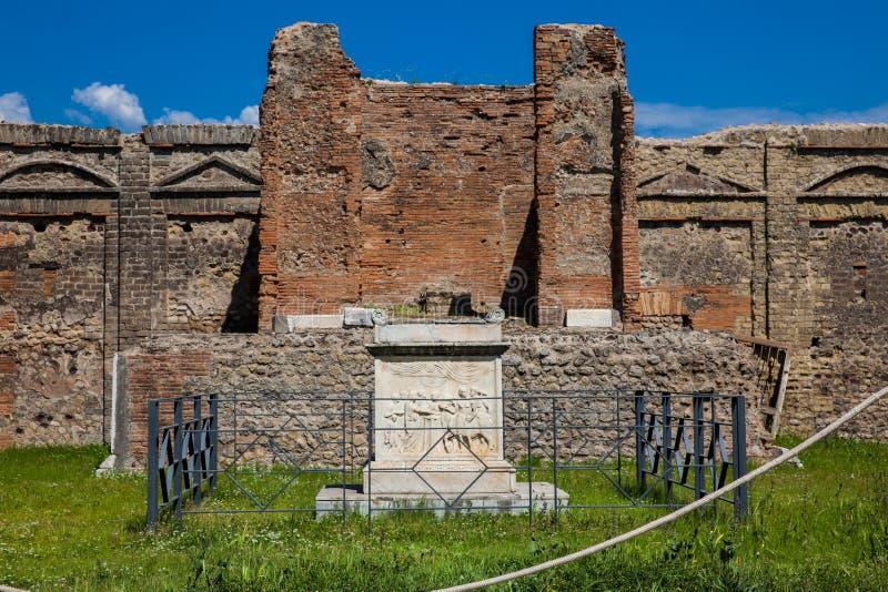 Tempel av snille Augusti på den forntida staden av Pompeii arkivfoto