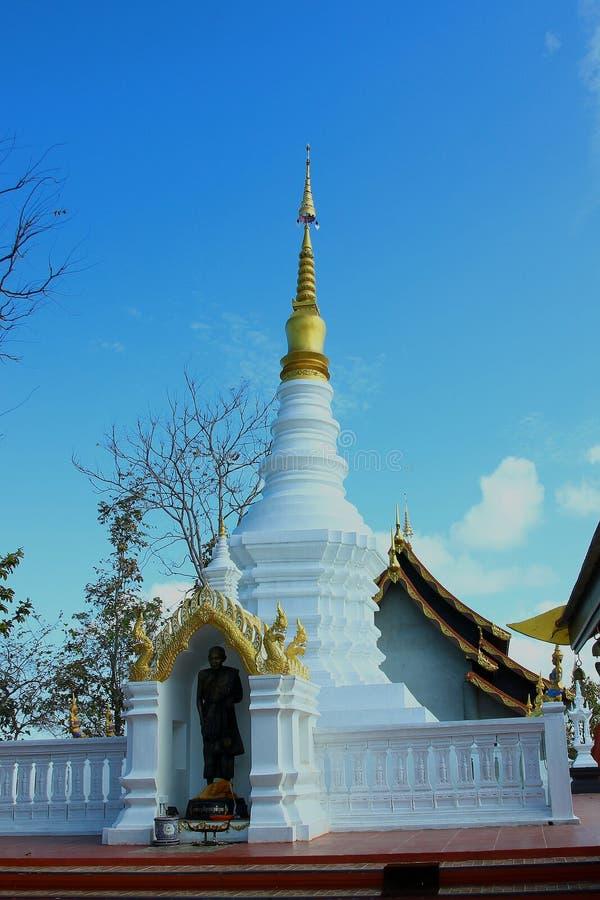 tempel av Thailand byggde med tro royaltyfria foton