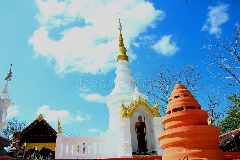 tempel av Thailand byggde med tro royaltyfri fotografi
