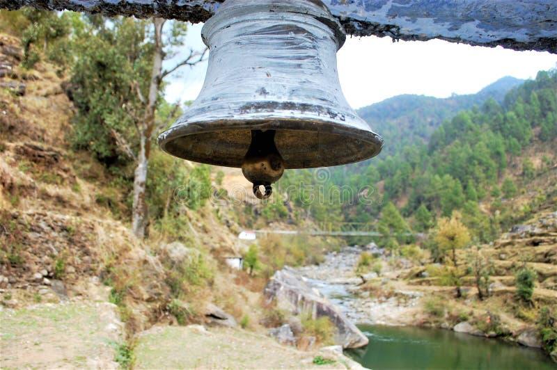Tempel Bell mit Flusshintergrund lizenzfreies stockbild