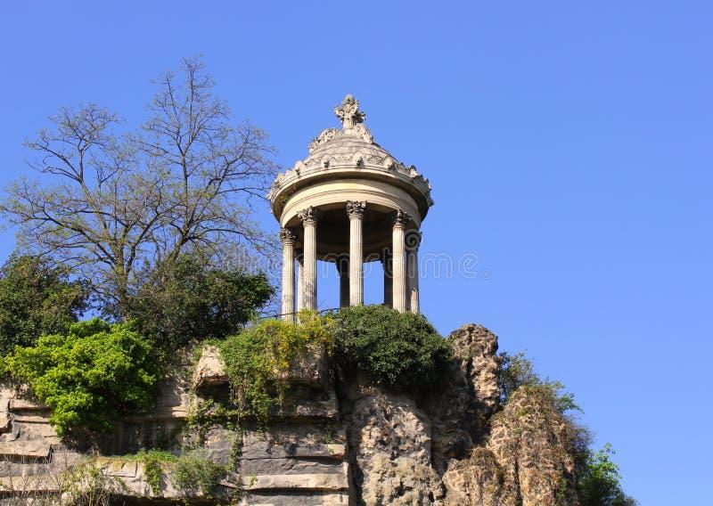 Tempel de la Sibylle i Parc des Buttes Chaumont arkivfoto