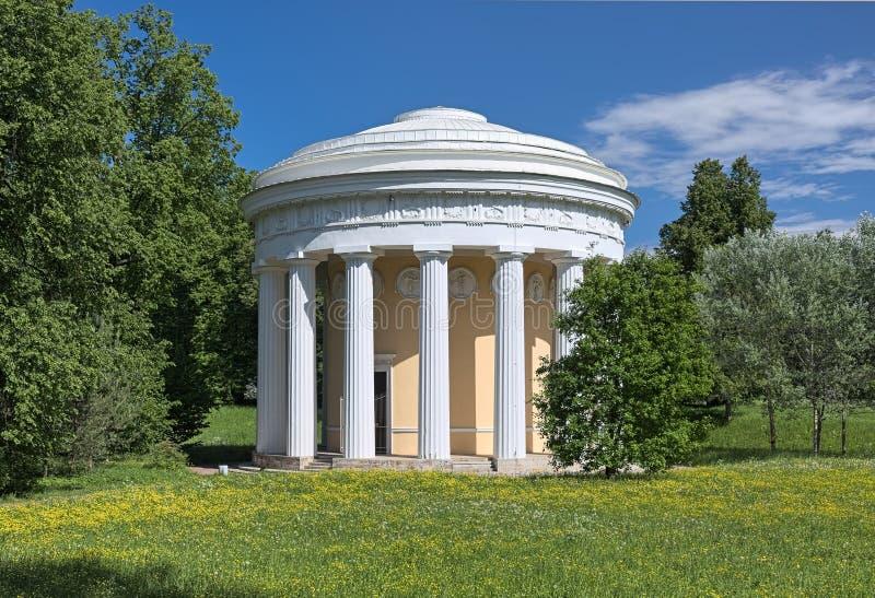 Tempel der Freundschaft in Pavlovsk-Park, St Petersburg, Russland lizenzfreie stockfotografie