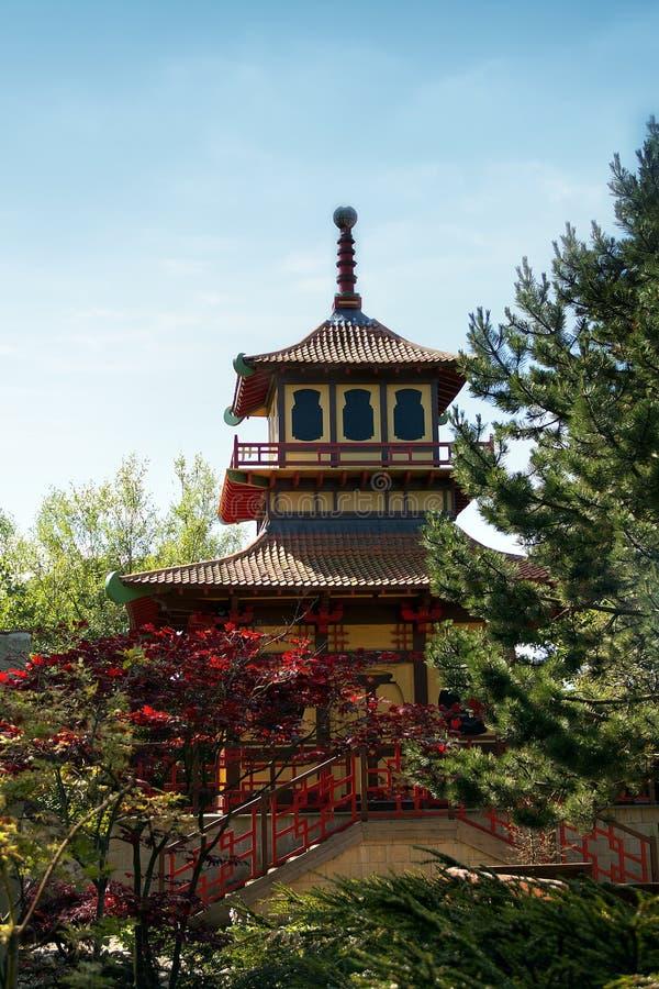 Tempel der japanischen Art im britischen Park lizenzfreies stockfoto