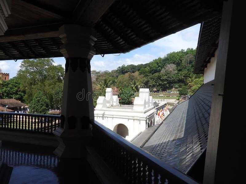 Tempel des heiligen Zahnrelikts Sri Dalada Maligawa in Kandy, Sri Lanka Buddhistischer Tempel der Detailrelikte gelegen im könig lizenzfreie stockfotos