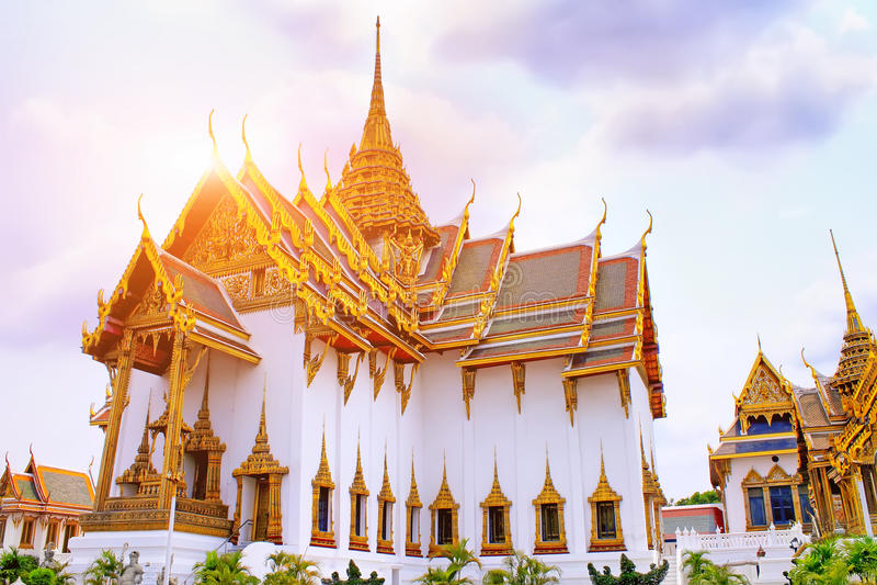 Tempel Emerald Buddhas bei Sonnenuntergang, Thailand, Bangkok, Wat Phra Kaew Der königliche großartige Palast stockfotografie