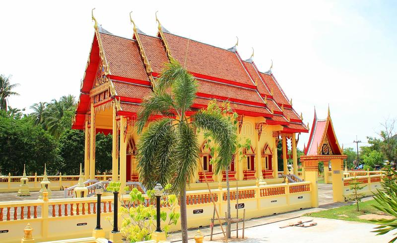 Tempel en groot paleis stock afbeelding