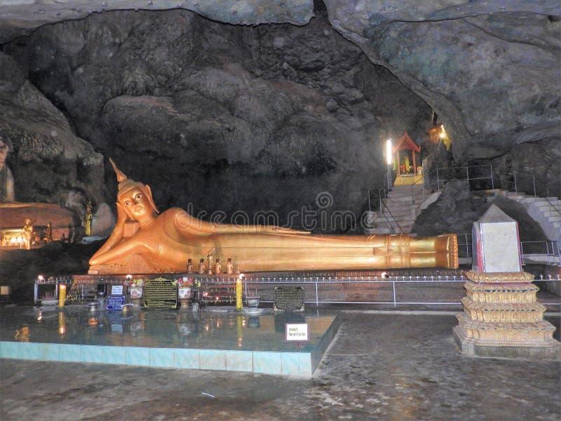 Tempel en van Boedha standbeelden in Thailand, godsdienst royalty-vrije stock foto