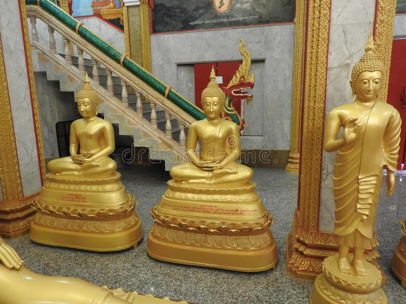 Tempel en van Boedha standbeelden in Thailand, godsdienst stock foto's