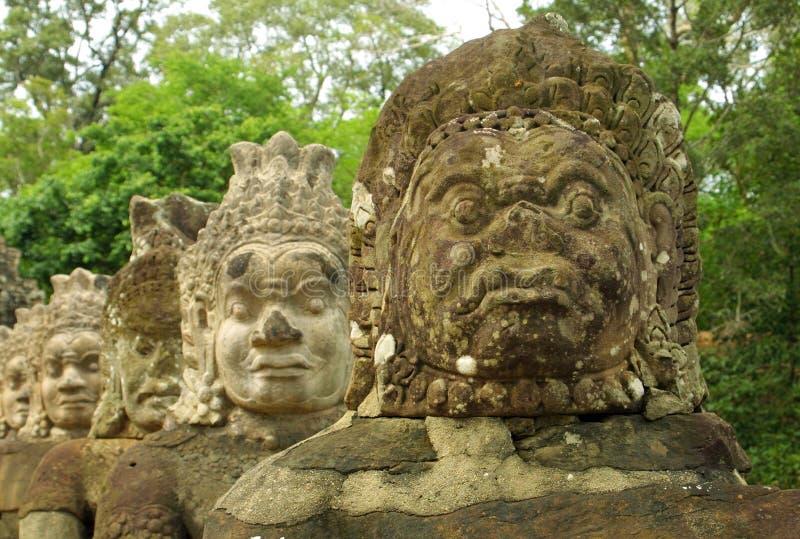 tempel för angkorcambodia komplicerat statyer royaltyfri fotografi
