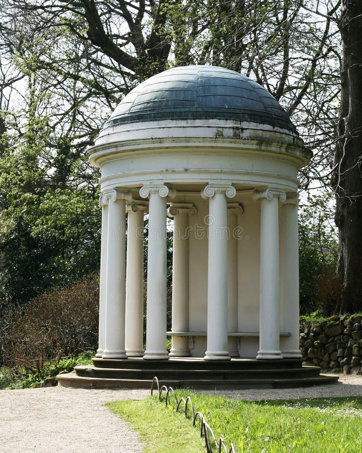 Tempel för dam Alices på den Hillsborough slotten och trädgårdar r royaltyfria bilder