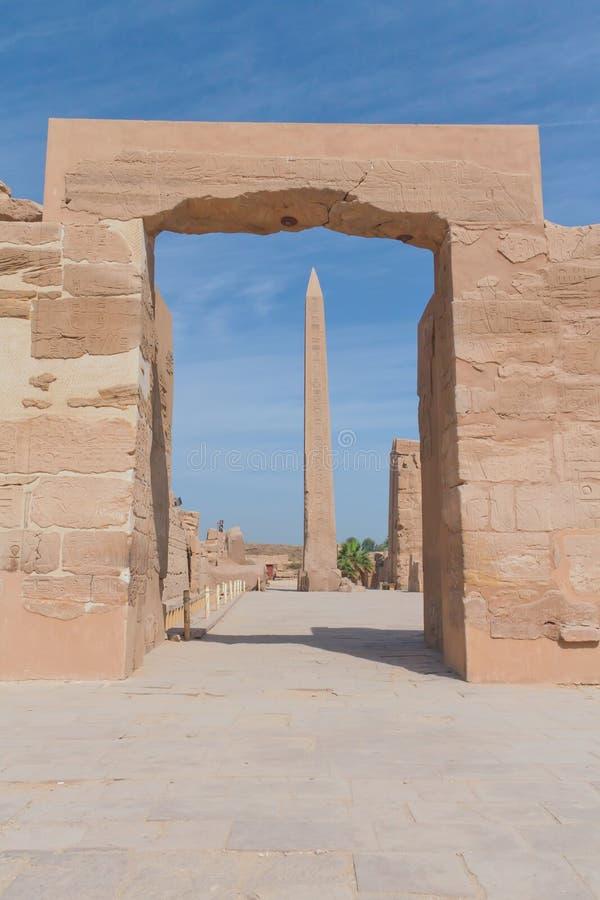 tempel för egypt karnakluxor obelisk fotografering för bildbyråer